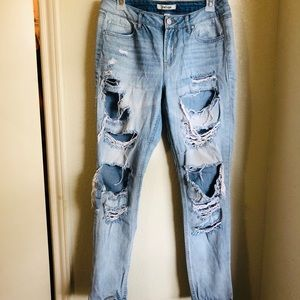💖NEW LISTING💖 Refuge distressed jeans
